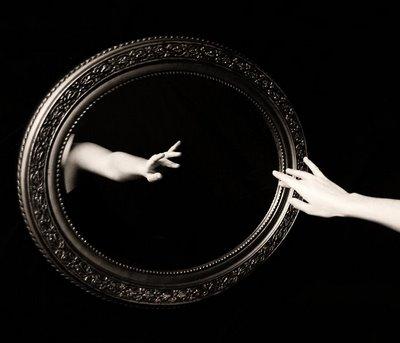 Resultado de imagem para reflexo no espelho