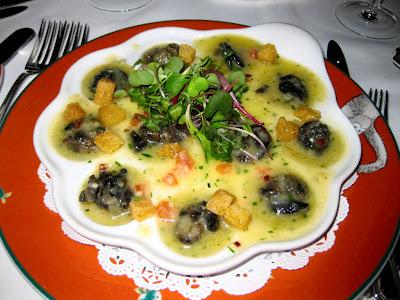 http://1.bp.blogspot.com/_l37bUNk14tw/SdhSXzE3GtI/AAAAAAAABfI/_8Jf9HPuPuw/s400/Burgandy+Snails+in+Garlic+Herb+Butter.jpg