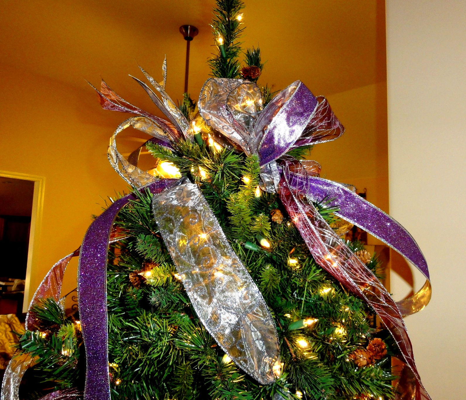 Decorating Christmas Trees With Ribbon: Cheri Quite Contrary: How To Use Ribbon To Decorate Your