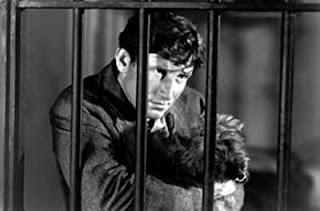 Spencer Tracy y el perrito Toto, tras las rejas