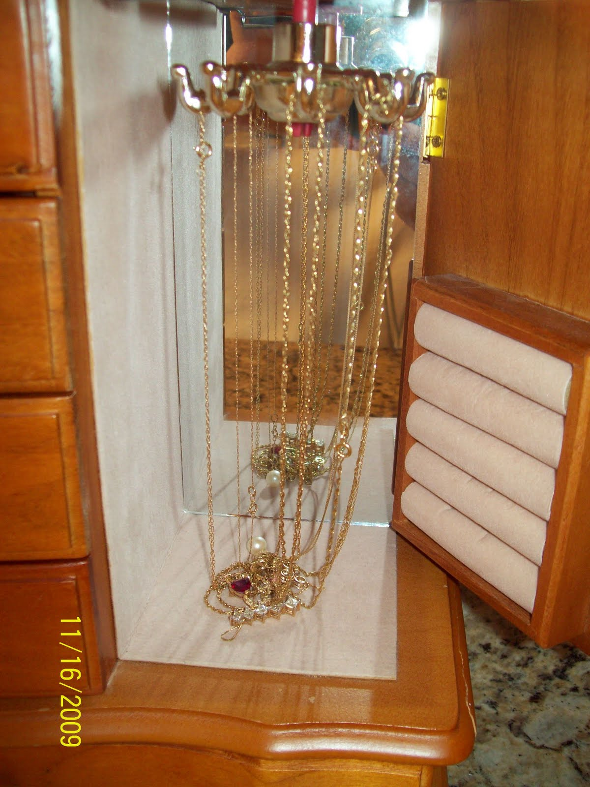 necklace carousel