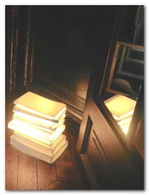 José Lévy book lights