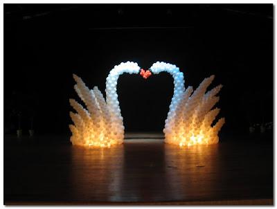 balloon swans