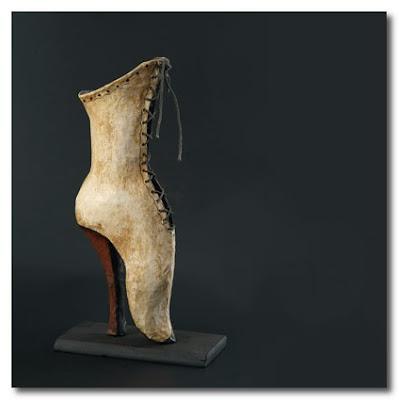 paper sculptures by Melanie Bourlon