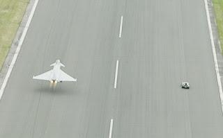 Bugatti Veyron vs Eurofighter