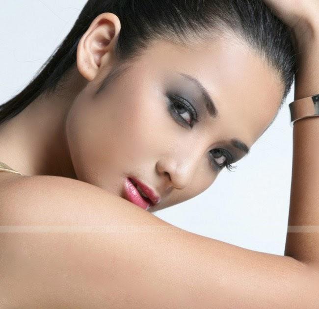 Ehra Madrigal Nude Photos 2