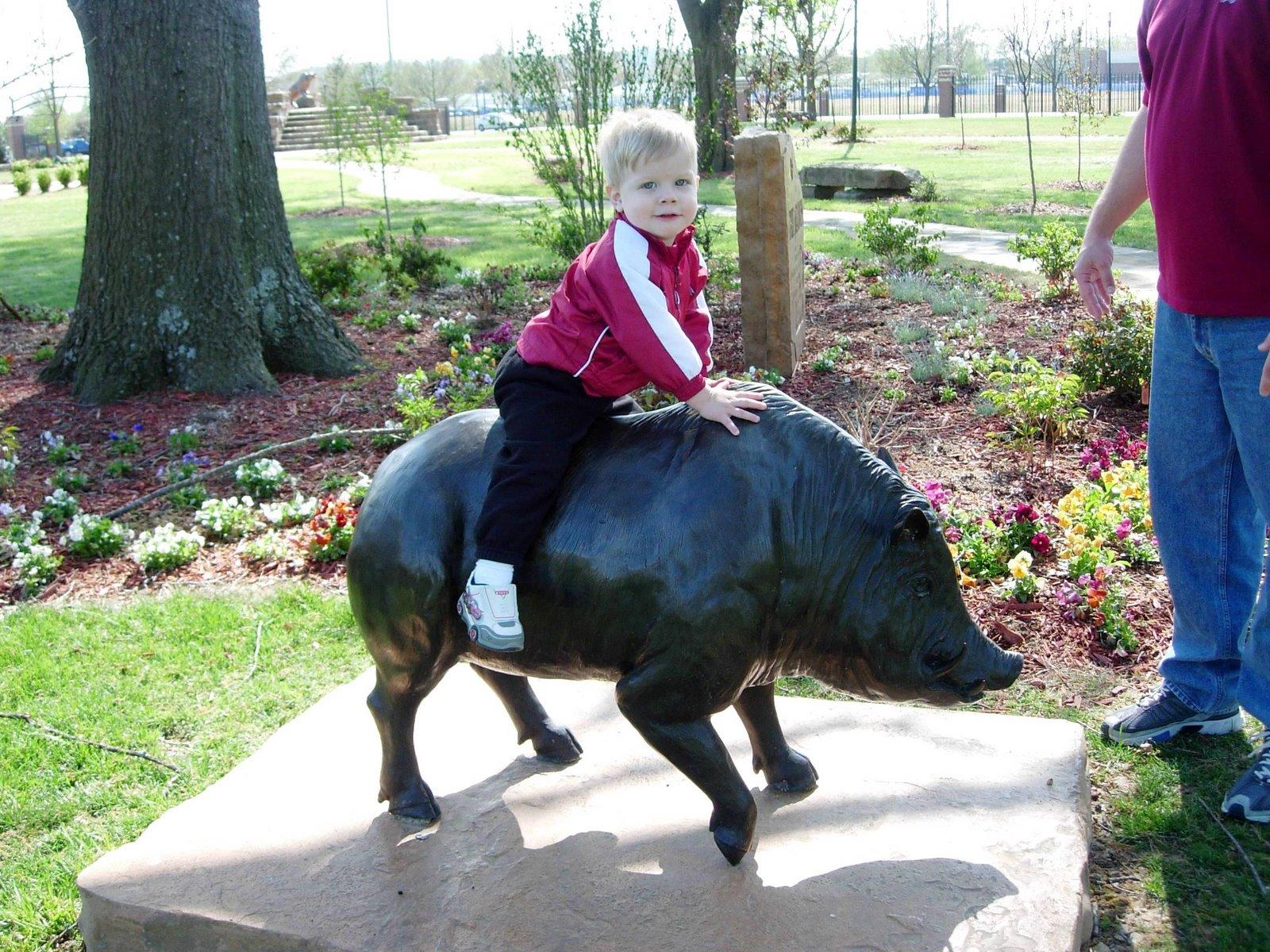 [Luke+rides+the+hog.JPG]