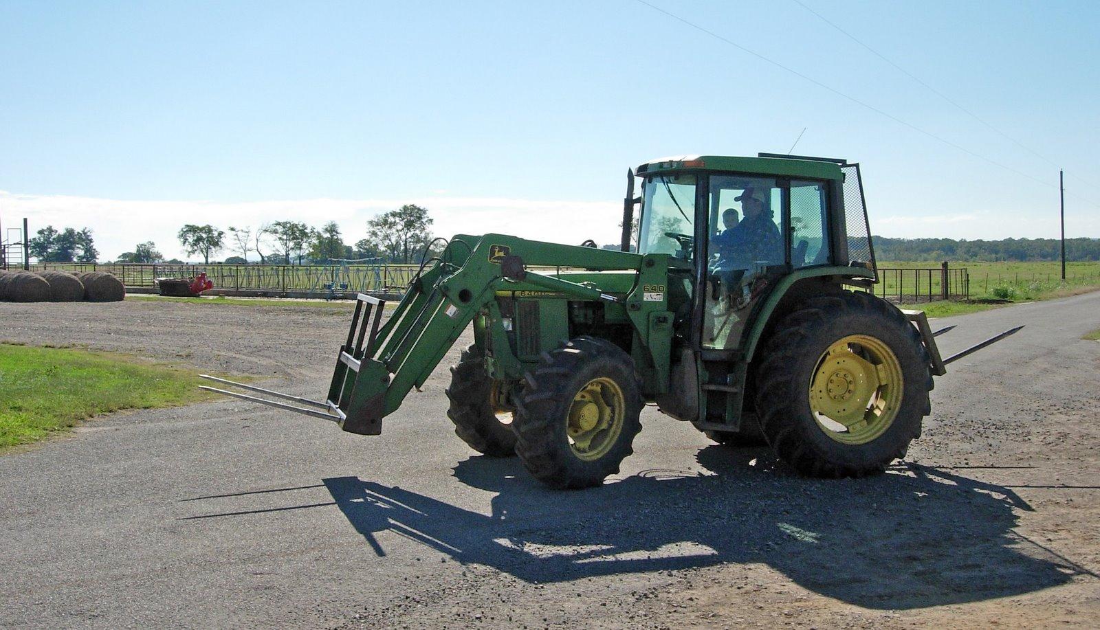 [Tractor+Ride.jpg]
