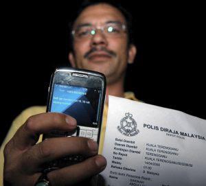 Salah seorang Adun yang menerima SMS ugut dari Pejabat MB membuat aduan kepada polis. Gambar BERNAMA