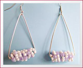 σκουλαρικια με ασημενιο συρμα και πλαστικες περλες   χαντρες τιμή  10 ευρω c3e5e1a30ea