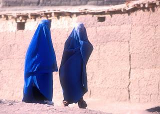 réfugiées afghanes au camp de Shamshatoo (fin 2001)