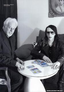 Resultado de imagen para le lee el tarot a marilyn manson