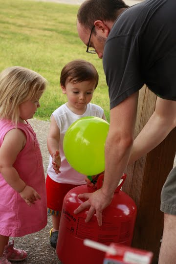 Giveaway: Balloon Time Helium Tank Kit - The Mom Creative
