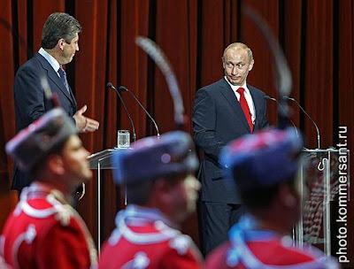 Bulgaria's President Georgy Pyrvanov (left) and Russia's President Vladimir Putin