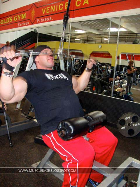 Jay Cutler Back At Golds Gym In 2011 With His Training ...