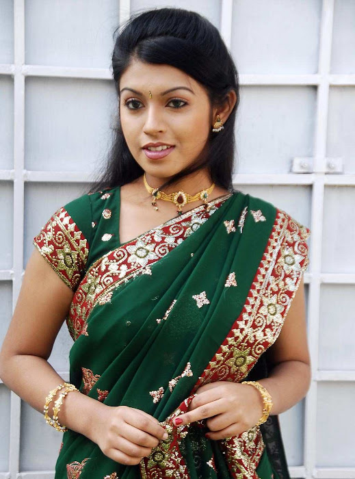 tollywood prathishta in green saree latest photos