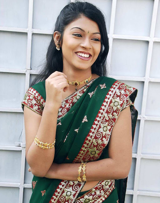 tollywood prathishta in green saree actress pics