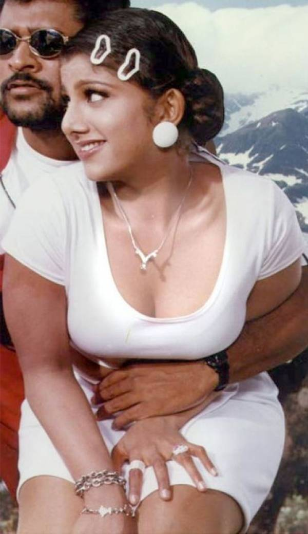 Celebrity Hot Picture Desi Mallu Boobs Aunty Cleavage -4960
