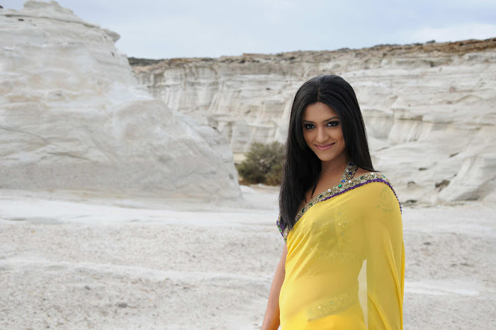 small mamtha mohandas yellow saree mamtha movies mamtha mohandas yellow saree glamour  images