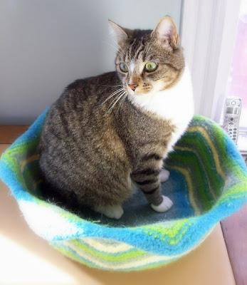 Minet - Cat Basket Free Knitting Pattern from the Pets Free Knitting