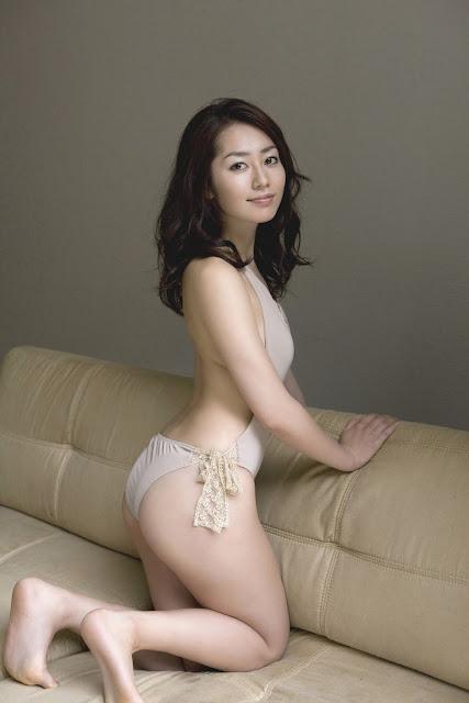 Azusa ayano sexy asian milf gives incredible double blowjob - 3 part 9