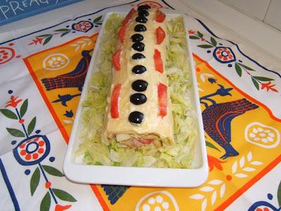 Gâteau roulé avec jambon et fromage