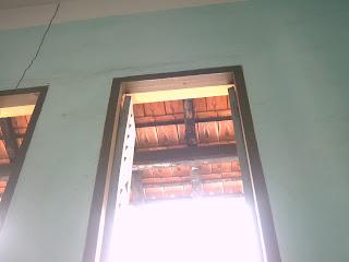 Cửa số phòng học A110 - Lê Hồng Phong