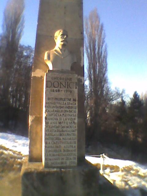 Monumentul închinat memoriei sergentului erou Gheorghe Donici din comuna Ştefan cel Mare, judeţul Bacău