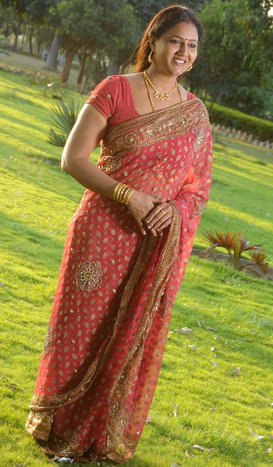 raksha telugu actress in saree stills