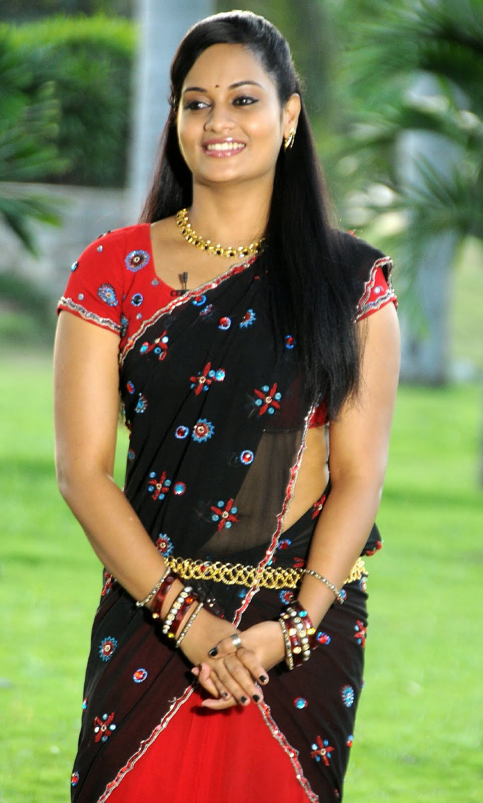 suja new telugu actress in half saree images