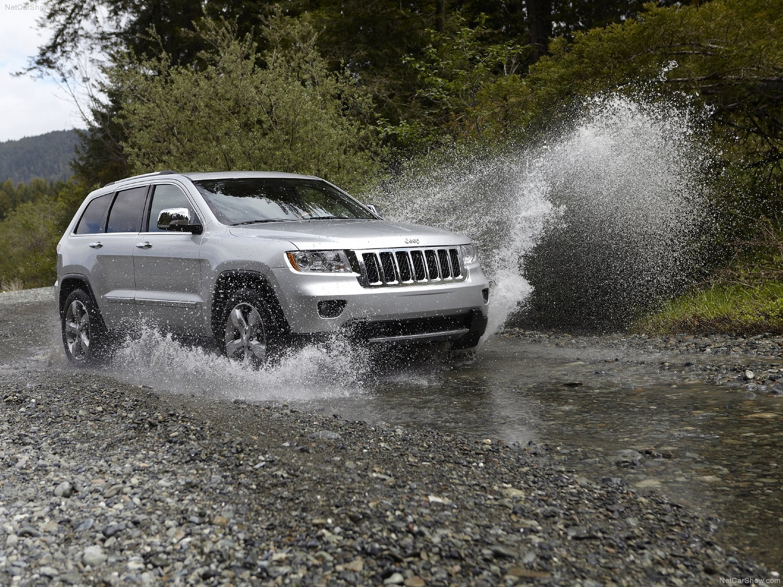 2011 Jeep Grand Cherokee Wallpapers And Images Vivid Car