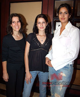 Izabelle Kaif with Sister Katrina Kaif and Mother Suzzane