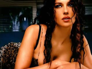 Monica Bellucci Hot Sexy Wallpaper 1