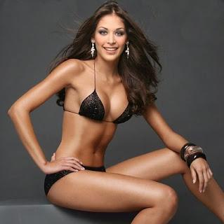 Dayana Mendoza Modeling Photo