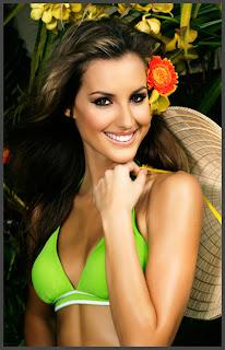 Laura Dundovic Bikini
