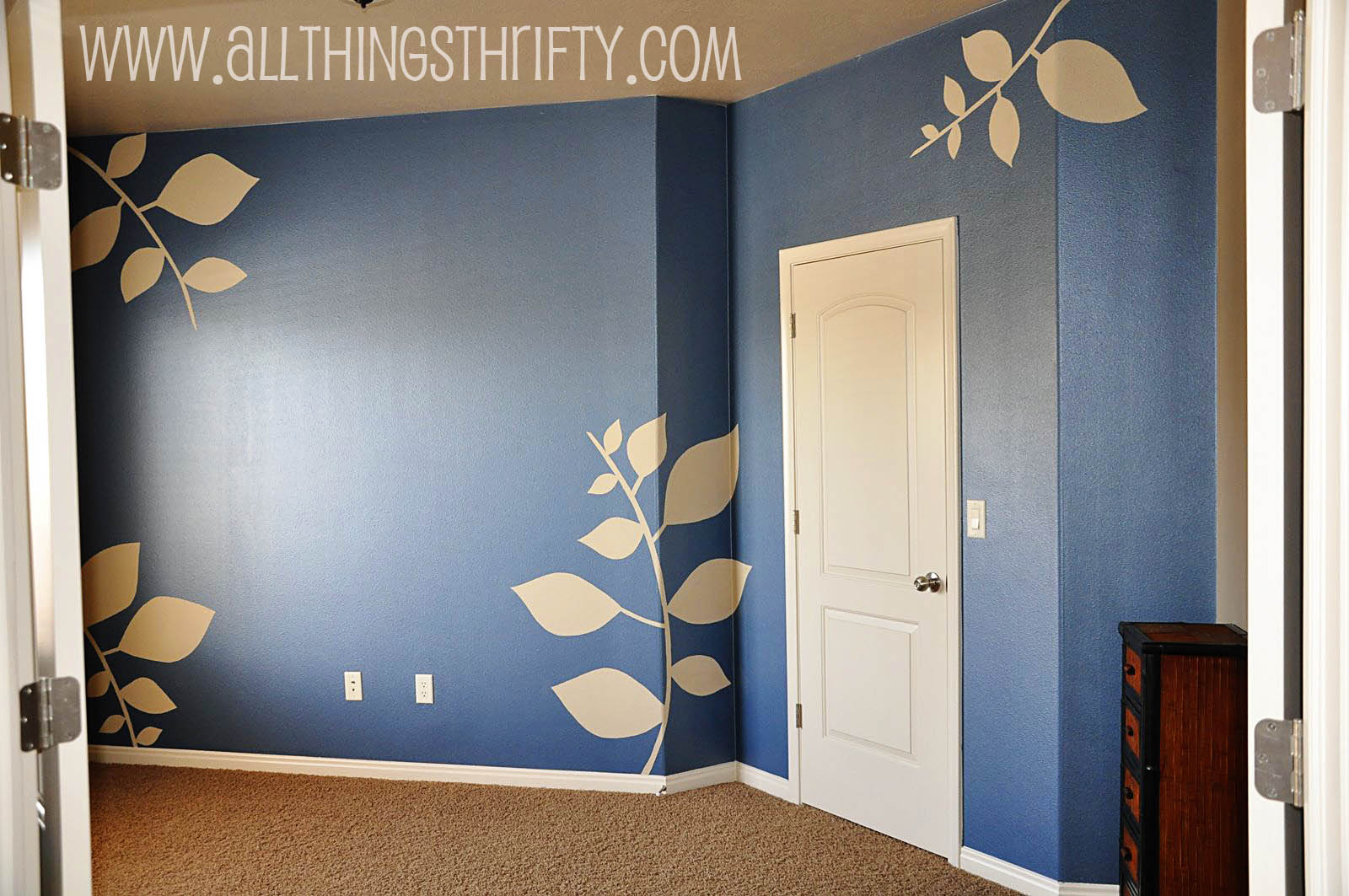 How to create patterned walls with painters tape - Cool wall painting ideas ...