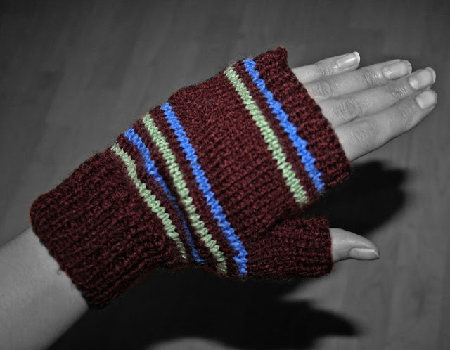 1940's ww2 Knitted Mens Mittens with blue and green stripes