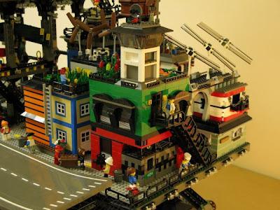 [Image: lego_crawler_town_10.jpg]
