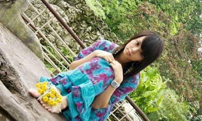 [Image: Popular_Girl_01.jpg]