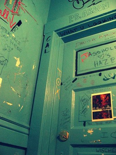 Bathroom Graffiti ~ Damn Cool Pictures