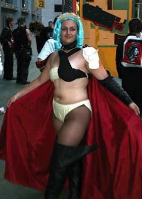 [Image: cosplay_fails_14.jpg]