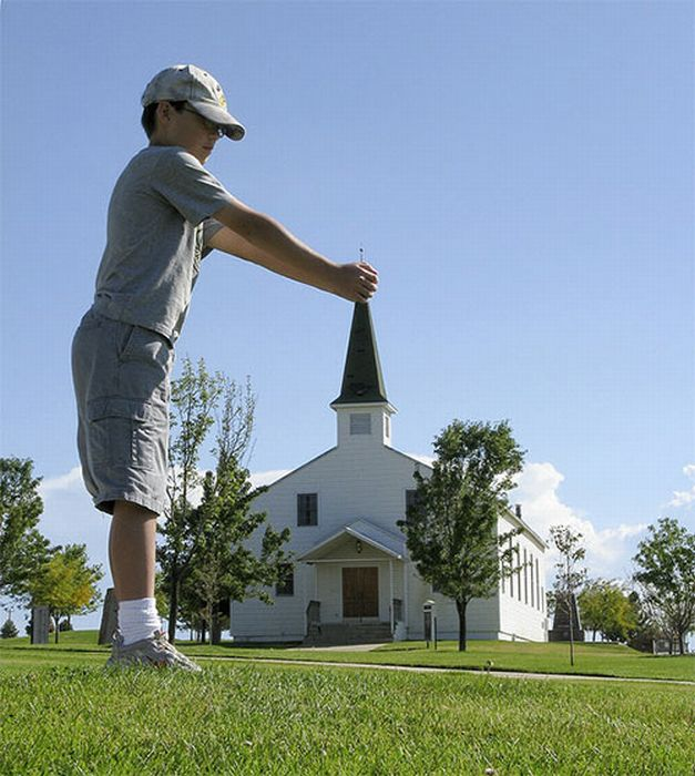 85 Stunning Examples of Forced Perspective Photography ... Definition Of Viewpoint In Photography