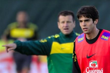 Caberá a Kaká a honra de vestir no Mundial da África do Sul a camisa mais  consagrada do futebol brasileiro - e mundial - em todos os tempos 5b4f9f1daa435