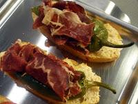 tosta de pimiento verde con jamón