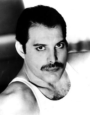freddie mercury excesos en munich poco conocido off. Black Bedroom Furniture Sets. Home Design Ideas