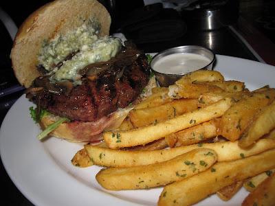 Brewerkz, bistro burger