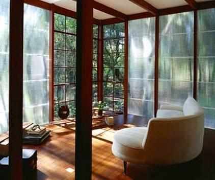 Casa cabaña brasileña de concreto y madera por dentro