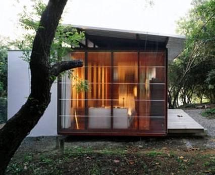 Perfil de casa cabaña contemporánea diseñada y construida en Brasil
