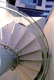 Escalera caracol agregada a la casa
