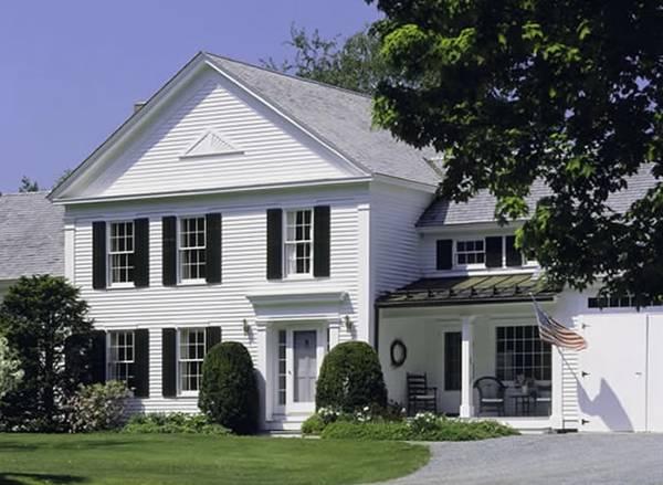 Casa clásica norteamericana vista del frente